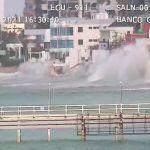 Impactantes videos tras alerta de oleaje en costas del Ecuador (+tuits)