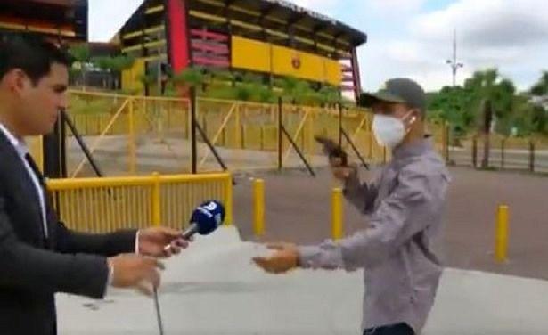 ladrón asalta a equipo periodístico en Guayaquil