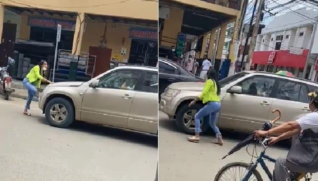 lo sorprende con una mujer en el auto